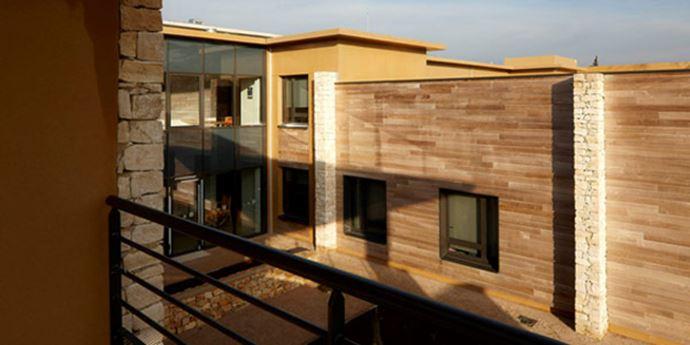 EHPAD Les 7 Sources Bagnols-Sur-Cèze - Menuiseries intérieures, agencement des chambres, de l'accueil et mobilier spécifique pour la cuisine.