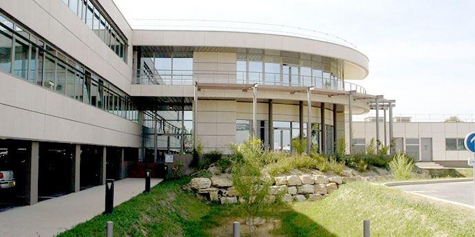 CAF Nîmes : Fabrication et pose des menuiseries extérieures en aluminium.