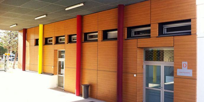 Collège Les Escholiers Montpellier - Réalisation des menuiseries extérieures et réhabilitation des habillages extérieurs en panneaux compacts.